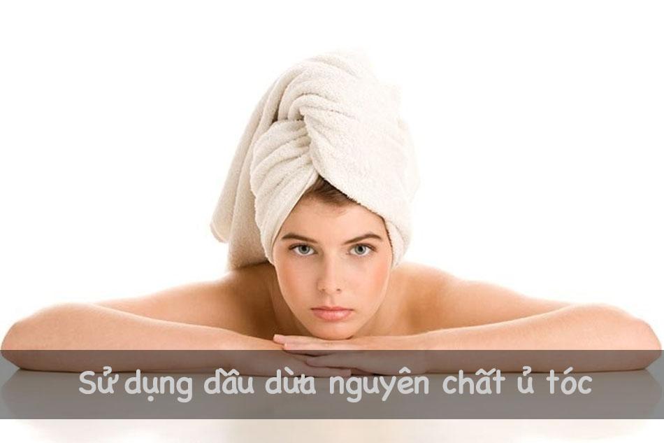 Ủ tóc bằng dầu dừa nguyên chất